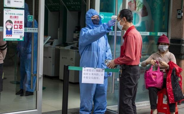 Báo TQ: 14% bệnh nhân được chữa khỏi COVID-19 ở Quảng Đông dương tính khi xét nghiệm lại - Ảnh 1.