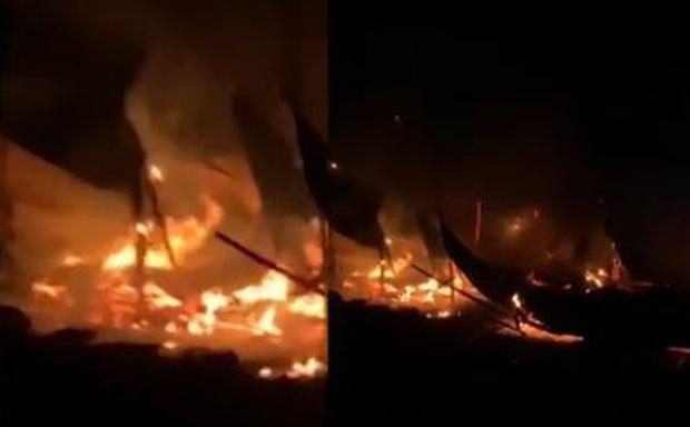 Xưởng gỗ bốc cháy dữ dội lúc rạng sáng ở Bình Phước, 1 người tử vong - Ảnh 1.
