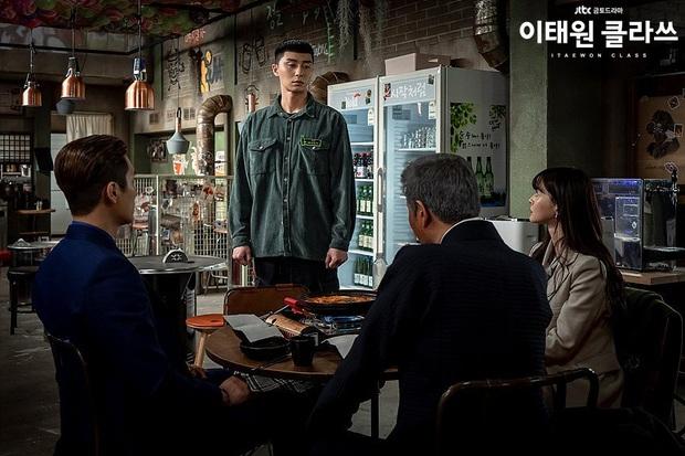 Christine Hà có lẽ nên xem Tầng Lớp Itaewon để tham khảo cách ông chủ Park Sae Ro Yi đối xử với thượng đế công bằng cỡ nào? - Ảnh 6.