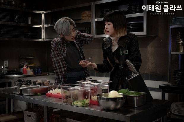 Christine Hà có lẽ nên xem Tầng Lớp Itaewon để tham khảo cách ông chủ Park Sae Ro Yi đối xử với thượng đế công bằng cỡ nào? - Ảnh 4.