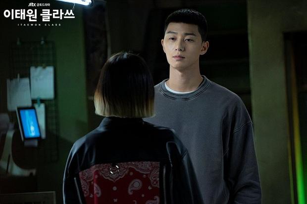 Christine Hà có lẽ nên xem Tầng Lớp Itaewon để tham khảo cách ông chủ Park Sae Ro Yi đối xử với thượng đế công bằng cỡ nào? - Ảnh 3.