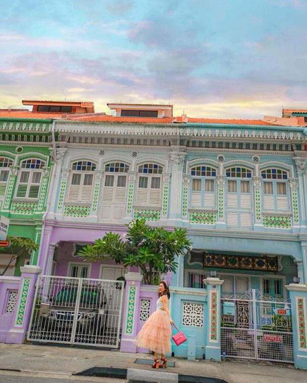 """Vừa phát hiện con phố 7 sắc cầu vồng cực hiếm người biết ở Singapore, hình sống ảo cứ tăng dần đều mỗi ngày vì background quá """"xịn"""" - Ảnh 12."""