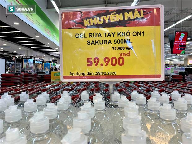Giá nước rửa tay khô lao dốc trong mùa dịch Covid-19 khi quay lại siêu thị ở Hà Nội - Ảnh 3.
