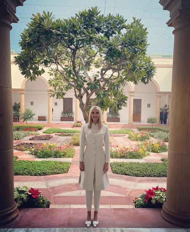 Ái nữ Tổng thống Mỹ được khen hết lời khi diện lại váy cũ, đẹp như nữ thần trong chuyến công du nước ngoài - Ảnh 4.