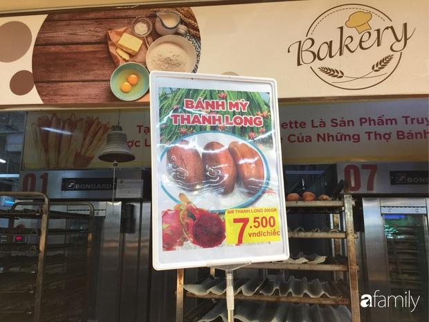 Hà Nội: Người tiêu dùng đổ xô đi mua bánh mì thanh long do hương vị giòn xốp ngậy mà giá rẻ chỉ bằng 1/3 bánh mì truyền thống - Ảnh 3.