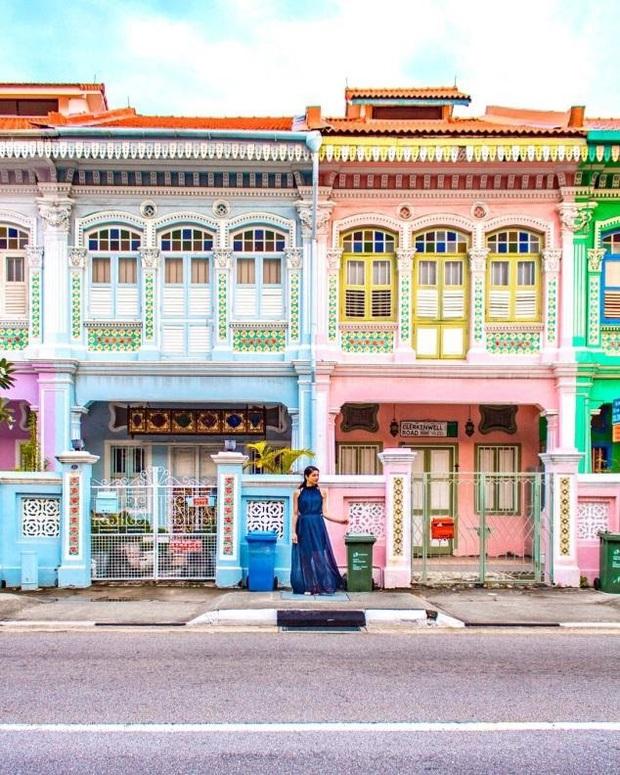 """Vừa phát hiện con phố 7 sắc cầu vồng cực hiếm người biết ở Singapore, hình sống ảo cứ tăng dần đều mỗi ngày vì background quá """"xịn"""" - Ảnh 6."""