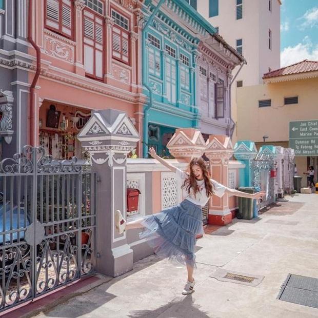 """Vừa phát hiện con phố 7 sắc cầu vồng cực hiếm người biết ở Singapore, hình sống ảo cứ tăng dần đều mỗi ngày vì background quá """"xịn"""" - Ảnh 7."""