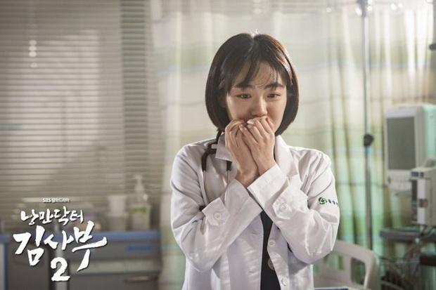 10 khoảnh khắc nhớ ơi là nhớ ở Người Thầy Y Đức 2: Làm gì thì làm, không thể thiếu nụ hôn cháy bỏng của Ahn Hyo Seop và chị đẹp! - Ảnh 7.