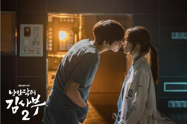 10 khoảnh khắc nhớ ơi là nhớ ở Người Thầy Y Đức 2: Làm gì thì làm, không thể thiếu nụ hôn cháy bỏng của Ahn Hyo Seop và chị đẹp! - Ảnh 10.