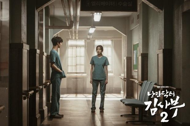 10 khoảnh khắc nhớ ơi là nhớ ở Người Thầy Y Đức 2: Làm gì thì làm, không thể thiếu nụ hôn cháy bỏng của Ahn Hyo Seop và chị đẹp! - Ảnh 4.