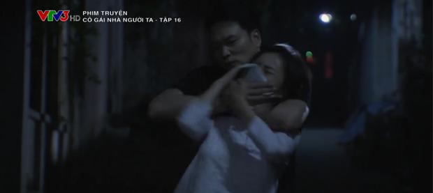 Phẫn nộ cảnh gái quê Phương Oanh bị cưỡng hiếp nhưng bố ruột lại bao che thủ phạm ở Cô Gái Nhà Người Ta tập 16 - Ảnh 1.