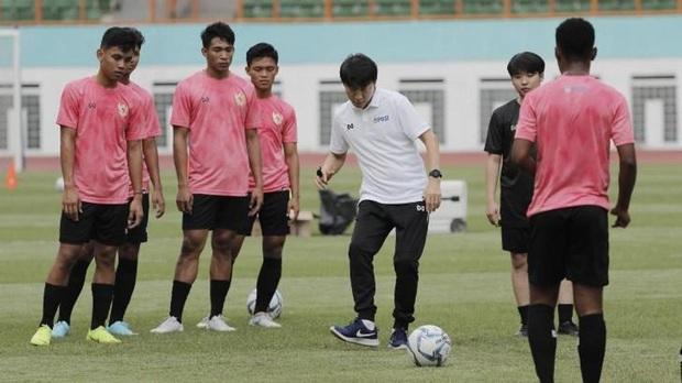Đồng hương thầy Park có dấu hiệu khó trụ được ở tuyển Indonesia vì giáo án thể lực siêu vất vả - Ảnh 3.