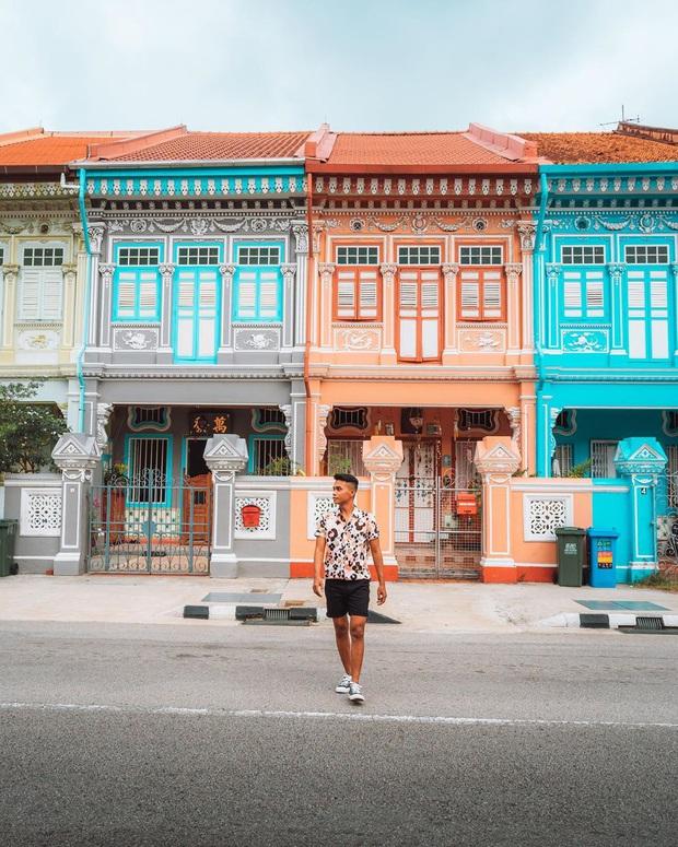"""Vừa phát hiện con phố 7 sắc cầu vồng cực hiếm người biết ở Singapore, hình sống ảo cứ tăng dần đều mỗi ngày vì background quá """"xịn"""" - Ảnh 1."""