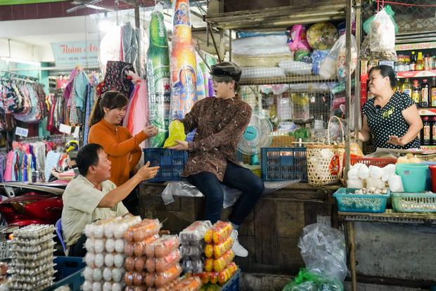 Duy Khánh đu trend làm thơ, thừa cơ cưỡng hôn Huỳnh Lập - Ảnh 2.