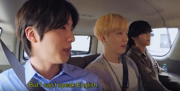 RM (BTS) chia sẻ bí quyết học tiếng Anh, anh cả Jin khiến fan phì cười vì tiết lộ không thể đáng yêu hơn! - Ảnh 3.