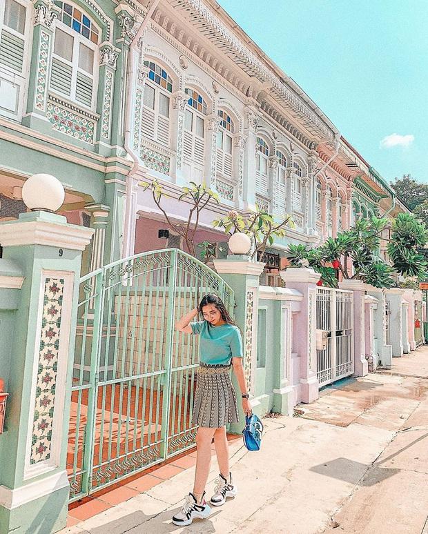 """Vừa phát hiện con phố 7 sắc cầu vồng cực hiếm người biết ở Singapore, hình sống ảo cứ tăng dần đều mỗi ngày vì background quá """"xịn"""" - Ảnh 5."""