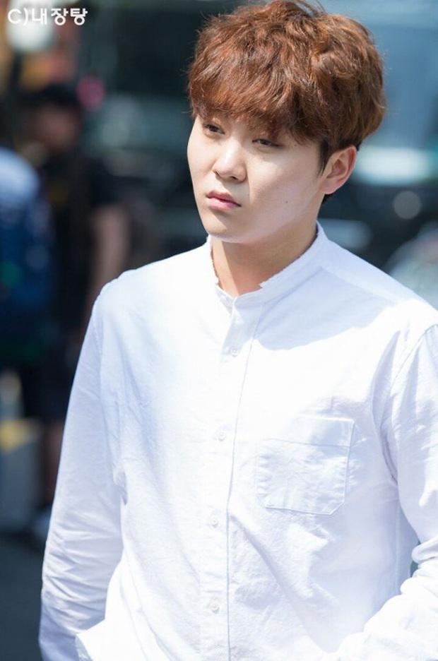 Blogger chuyên đăng ảnh chưa chỉnh của idol Kpop: HyunA và dàn mỹ nhân quá dừ, BTS gây choáng nặng - Ảnh 6.