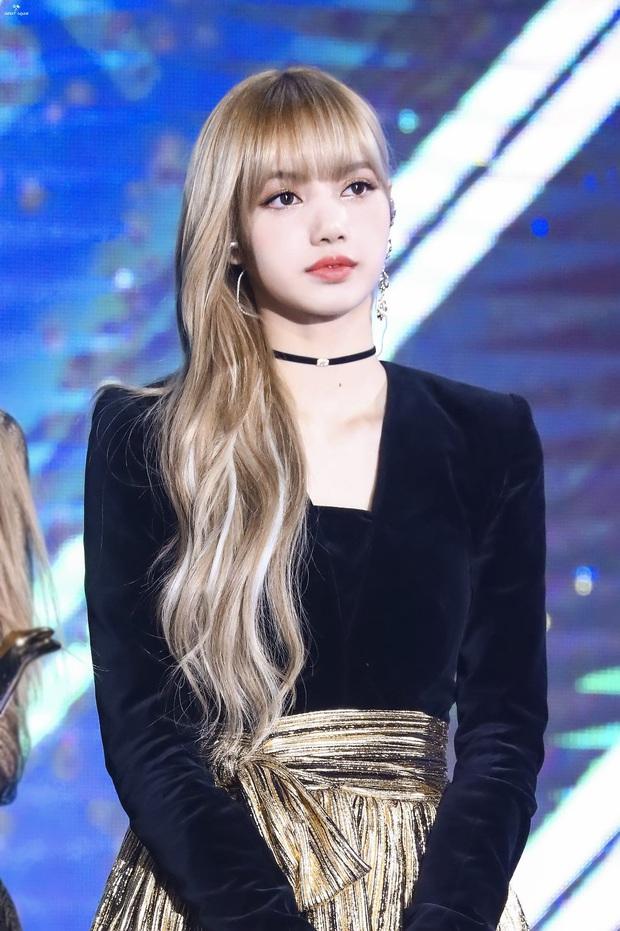 8 nàng búp bê sống của Kpop: Lisa đẹp siêu thực, mỹ nhân đẹp nhất thế giới năm 2019 Tzuyu có đọ lại nổi dàn nữ thần đàn chị? - Ảnh 1.
