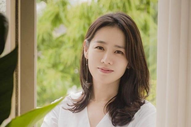 Tiếp nối Hyun Bin và dàn sao Hàn, Son Ye Jin quyên góp số tiền khủng cho quê nhà Daegu để Covid-19 - Ảnh 1.