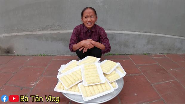 Bà Tân Vlog lại khiến dân tình thấy khó hiểu khi có kết hợp khác người: ăn phô mai que với rau xà lách? - Ảnh 1.