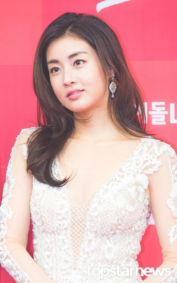 Những bông hồng bước qua cuộc đời Hyun Bin: Nhan sắc tới tài sản chênh lệch quá lớn, diễn viên vô danh lại viên mãn nhất - Ảnh 9.