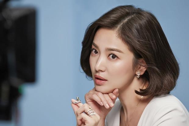 Những bông hồng bước qua cuộc đời Hyun Bin: Nhan sắc tới tài sản chênh lệch quá lớn, diễn viên vô danh lại viên mãn nhất - Ảnh 7.