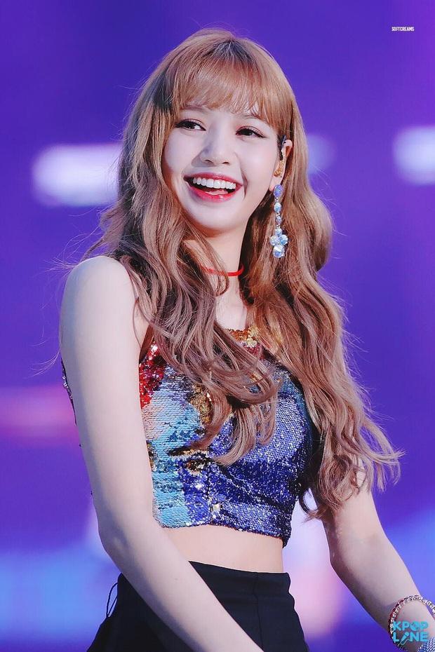 8 nàng búp bê sống của Kpop: Lisa đẹp siêu thực, mỹ nhân đẹp nhất thế giới năm 2019 Tzuyu có đọ lại nổi dàn nữ thần đàn chị? - Ảnh 2.