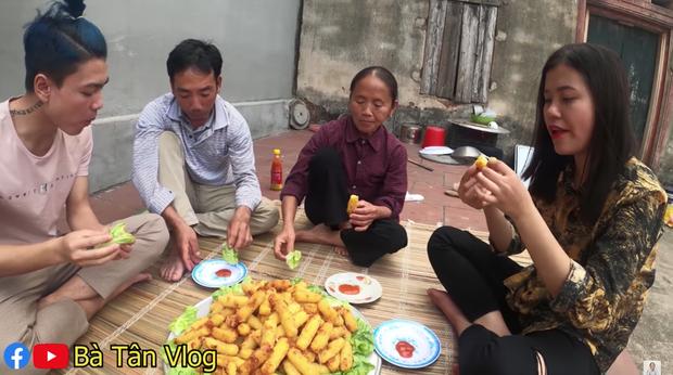 Bà Tân Vlog lại khiến dân tình thấy khó hiểu khi có kết hợp khác người: ăn phô mai que với rau xà lách? - Ảnh 3.