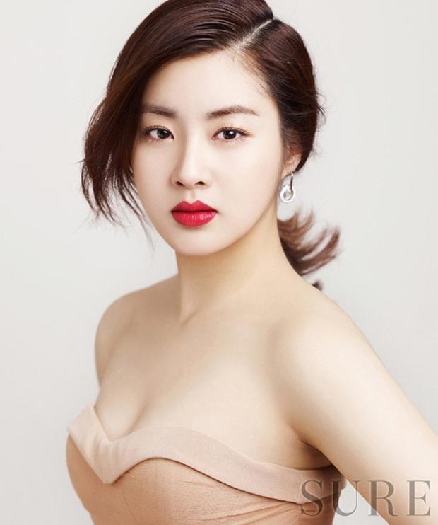 Những bông hồng bước qua cuộc đời Hyun Bin: Nhan sắc tới tài sản chênh lệch quá lớn, diễn viên vô danh lại viên mãn nhất - Ảnh 37.