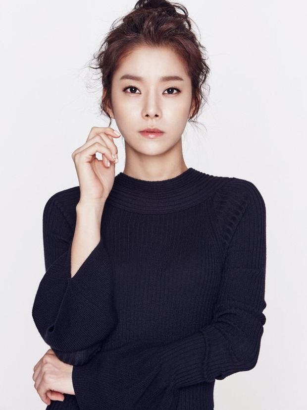 Những bông hồng bước qua cuộc đời Hyun Bin: Nhan sắc tới tài sản chênh lệch quá lớn, diễn viên vô danh lại viên mãn nhất - Ảnh 39.