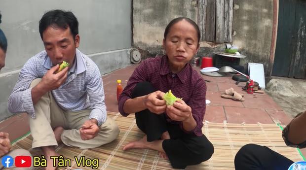 Bà Tân Vlog lại khiến dân tình thấy khó hiểu khi có kết hợp khác người: ăn phô mai que với rau xà lách? - Ảnh 4.
