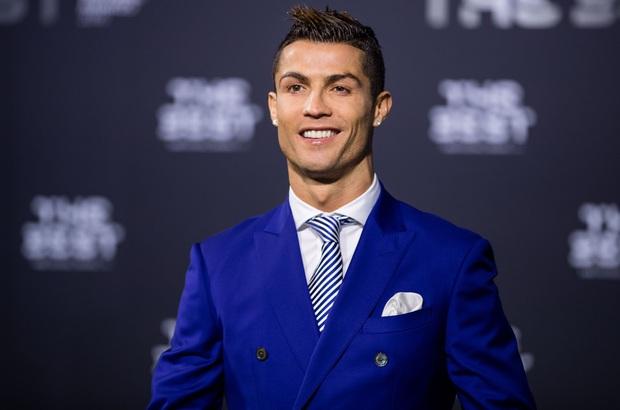 Bị đối thủ hết ăn vạ rồi đổ tội oan, Ronaldo đáp trả bằng kiểu cười độc chưa từng xuất hiện trước kia, báo Ý liền xuýt xoa: Xứng đáng làm meme - Ảnh 4.