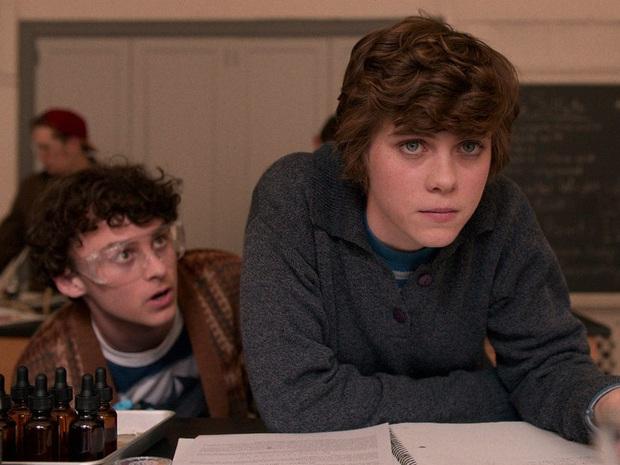 Review I AM NOT OKAY WITH THIS: Món trộn drama tuổi teen với phim siêu anh hùng, thành dễ ăn, ngọt vị - Ảnh 3.