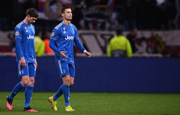 Chứng kiến đội nhà sắp toang, Ronaldo quyết định bay giữa ngân hà kiếm penalty nhưng bất thành - Ảnh 3.
