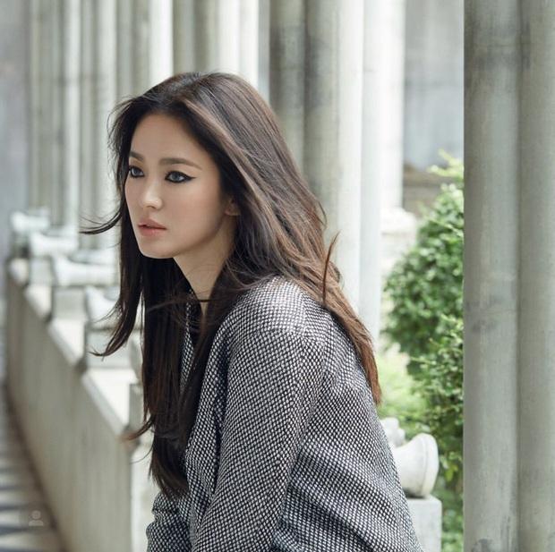 Những bông hồng bước qua cuộc đời Hyun Bin: Nhan sắc tới tài sản chênh lệch quá lớn, diễn viên vô danh lại viên mãn nhất - Ảnh 5.