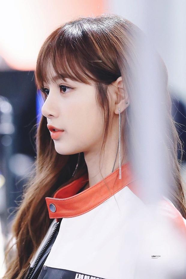 8 nàng búp bê sống của Kpop: Lisa đẹp siêu thực, mỹ nhân đẹp nhất thế giới năm 2019 Tzuyu có đọ lại nổi dàn nữ thần đàn chị? - Ảnh 3.