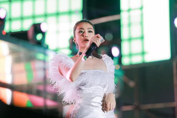 Sau khi tố công ty, Orange lên tiếng vẫn đi diễn dưới danh nghĩa nghệ sĩ công ty Châu Đăng Khoa để giữ trách nhiệm với khán giả - Ảnh 1.