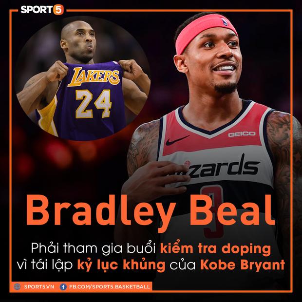 Lập kỷ lục sánh ngang cố huyền thoại Kobe Bryant, sao bóng rổ bị bế đi kiểm tra doping - Ảnh 1.