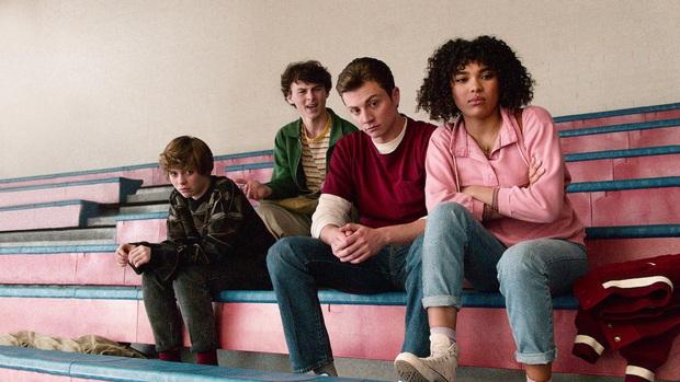 Review I AM NOT OKAY WITH THIS: Món trộn drama tuổi teen với phim siêu anh hùng, thành dễ ăn, ngọt vị - Ảnh 4.