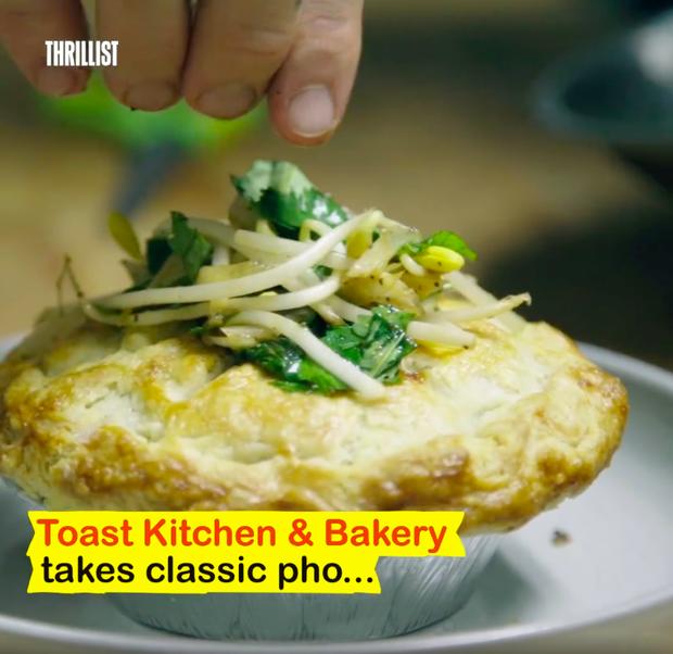 Nhà hàng Mỹ biến phở Việt Nam thành món... bánh nướng: Dù clip đạt hơn 1,2 triệu views nhưng bị người xem ném đá kịch liệt - Ảnh 2.