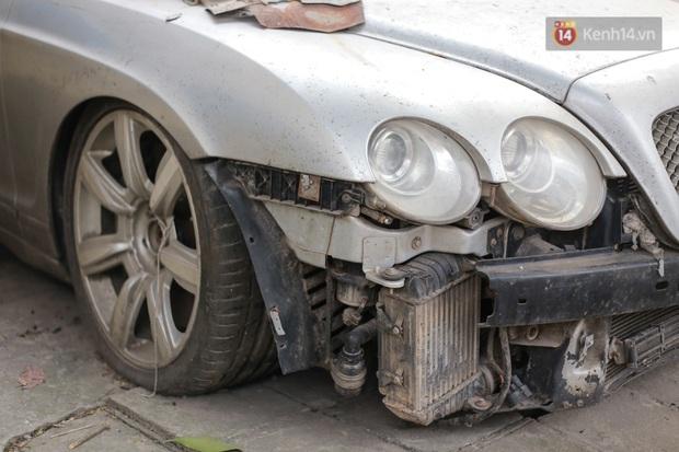 """Chùm ảnh: Siêu xe Bentley 20 tỷ nằm """"xếp xó"""" trên vỉa hè Hà Nội, hơn 5 năm qua không ai biết chủ nhân ở đâu - Ảnh 3."""