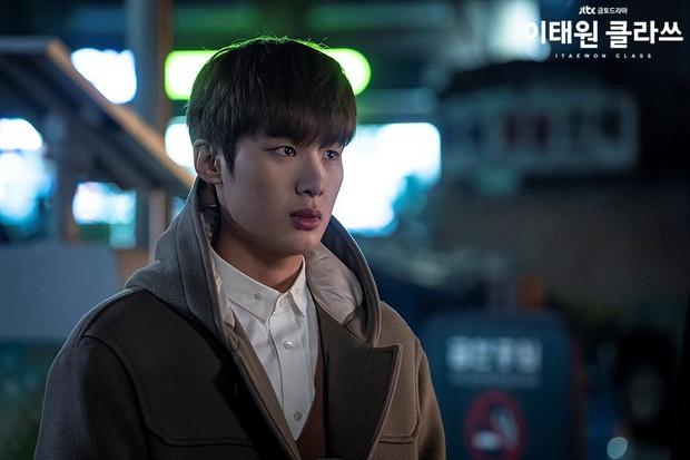 Jang Geun Soo của Tầng Lớp Itaewon: Bên hiếu bên nghĩa, dù đi lối nào khán giả vẫn ủng hộ? - Ảnh 1.