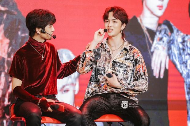 MAMAMOO gửi lời chúc mừng debut đến em trai D1Verse tại Việt Nam, MV ra mắt ổn rồi nhưng khả năng vừa hát live vừa nhảy thế nào? - Ảnh 9.