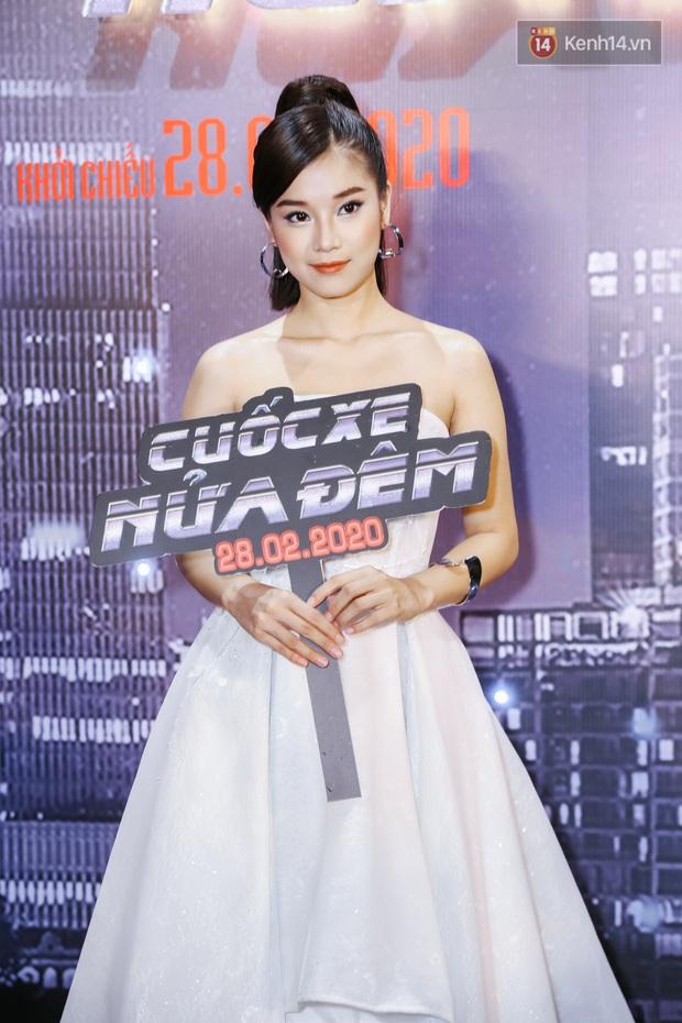 Hoàng Yến Chibi lên đồ siêu xinh nhưng bị chặt đẹp bởi màn makeup quá đà của Quách Ngọc Tuyên ở thảm đỏ Cuốc Xe Nửa Đêm - Ảnh 1.