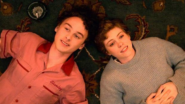 Review I AM NOT OKAY WITH THIS: Món trộn drama tuổi teen với phim siêu anh hùng, thành dễ ăn, ngọt vị - Ảnh 8.