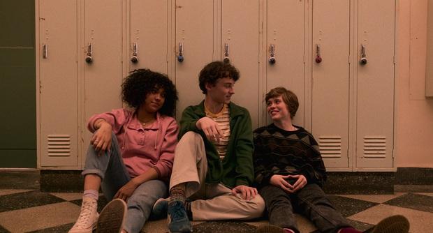 Review I AM NOT OKAY WITH THIS: Món trộn drama tuổi teen với phim siêu anh hùng, thành dễ ăn, ngọt vị - Ảnh 5.