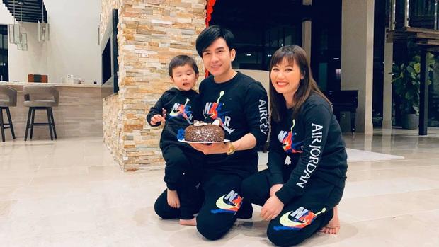 Vợ chồng Đan Trường tổ chức sinh nhật 3 tuổi cực giản dị cho quý tử tại biệt thự triệu đô ở Mỹ, tiết lộ chuyện chưa kể trong ngày sinh bé - Ảnh 2.