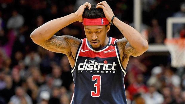 Lập kỷ lục sánh ngang cố huyền thoại Kobe Bryant, sao bóng rổ bị bế đi kiểm tra doping - Ảnh 3.
