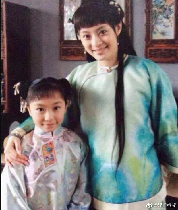 Cô em gái 19 tuổi cùng cha khác mẹ của Tôn Lệ gây bão Weibo: Xinh đẹp chẳng kém chị, mặt mộc quá xuất sắc - Ảnh 5.
