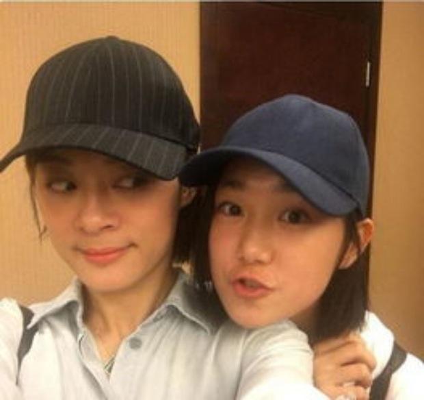 Cô em gái 19 tuổi cùng cha khác mẹ của Tôn Lệ gây bão Weibo: Xinh đẹp chẳng kém chị, mặt mộc quá xuất sắc - Ảnh 8.